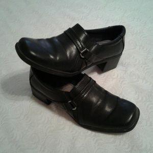 🌺 Black Life Stride Slip-on Shoes EUC
